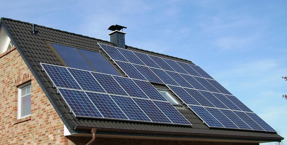 Ankstinami kvietimai saulės elektrinėms įsirengti ir seniems šildymo katilams pasikeisti – paraiškas bus galima teikti jau po savaitės