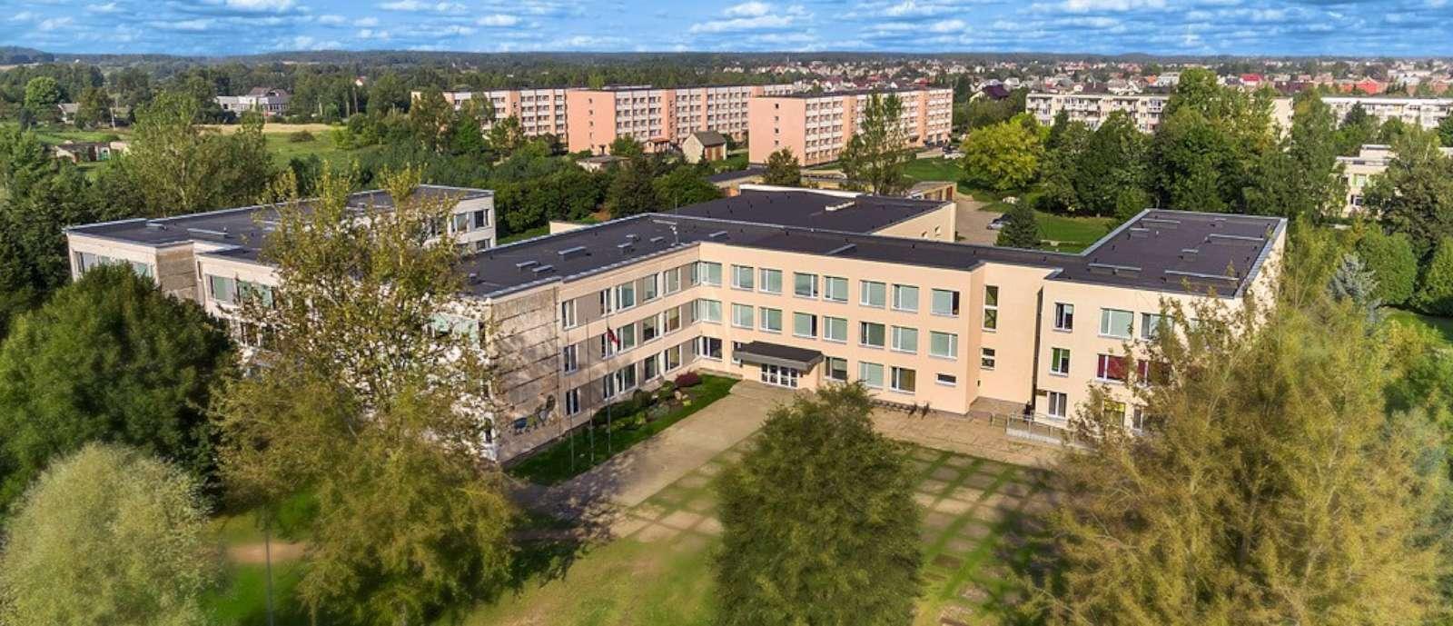 Gautas finansavimas saulės jėgainės įrengimui ant gimnazijos stogų